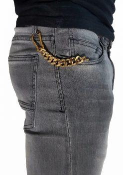 Nyckelkedja med karbinhake grov guld från sidan i fickan