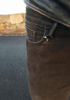 Nyckelkedja kort svart rostfri i fickan